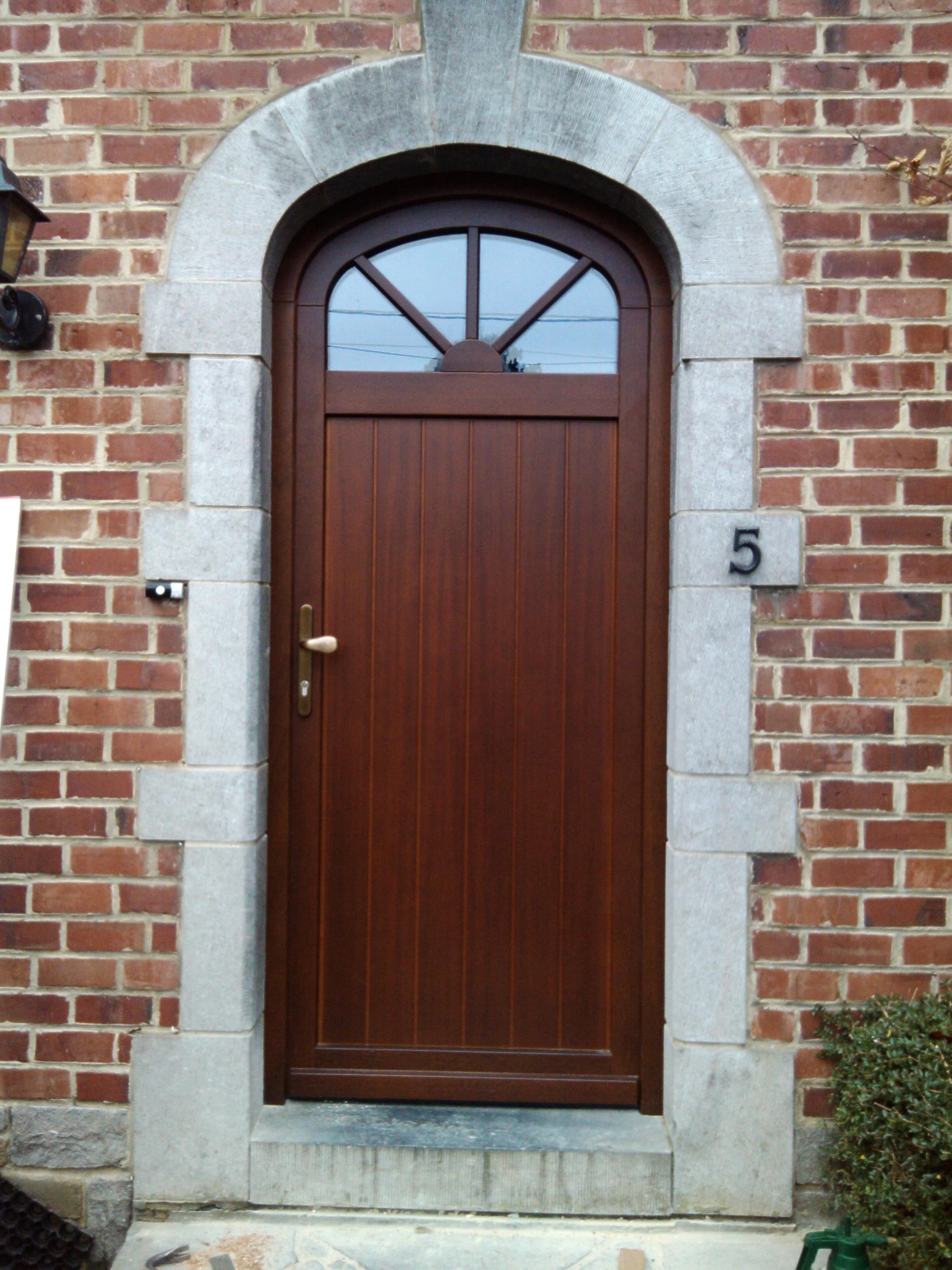 Porte bois méranti lasure chêne rustique N896 panneau plachette avec faux cintrage et croisillon collé deux faces